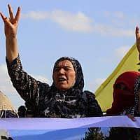 נשים כורדיות בראס אל-עין בצפון-מזרח סוריה, ב-7 באוקטובר 2019 (צילום: AP Photo)