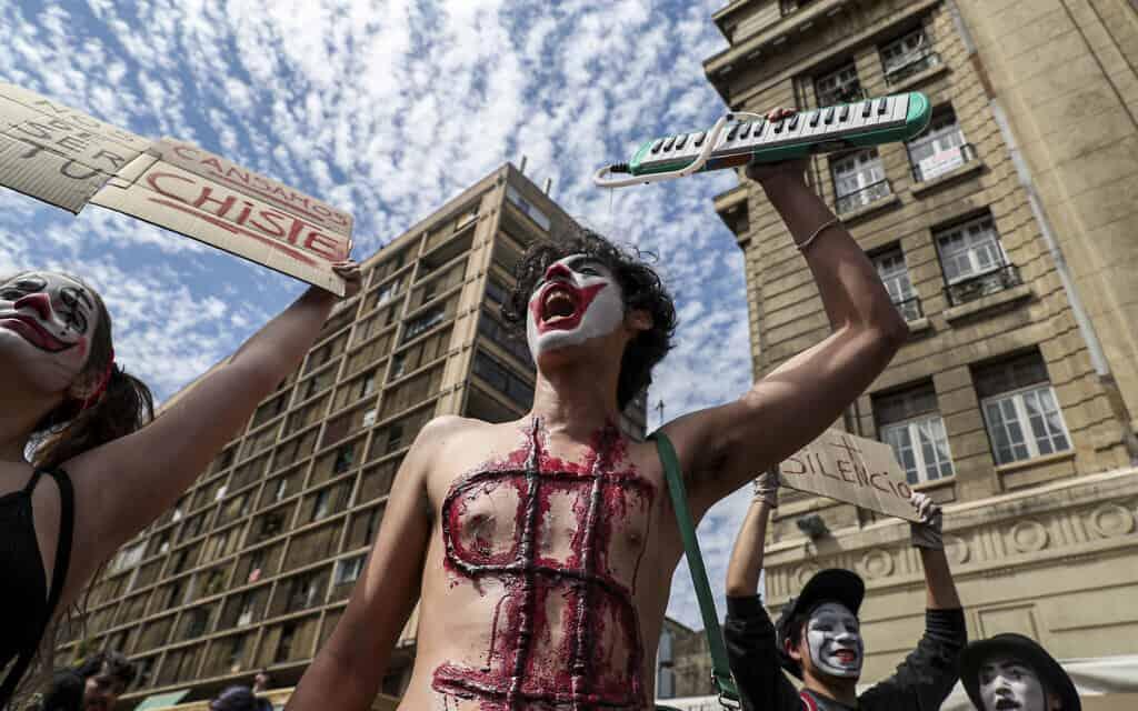 המחאה בצ'ילה (צילום: AP Photo/Esteban Felix)