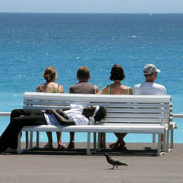 חוף הים של ניס, צרפת, 2008, ארכיון (צילום: AP Photo/Lionel Cironneau)