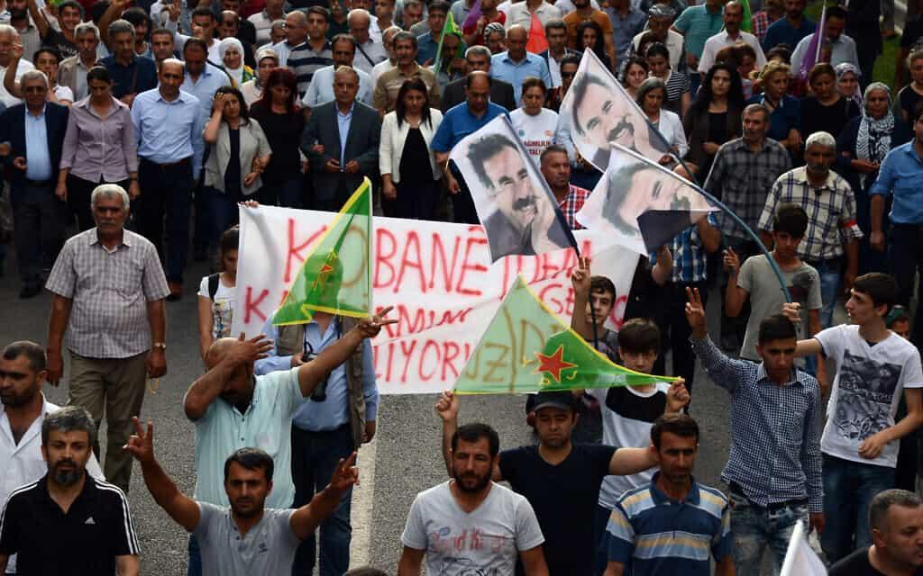 מחאה כורדית בכובאני, סוריה, 2015 (צילום: AP Photo)