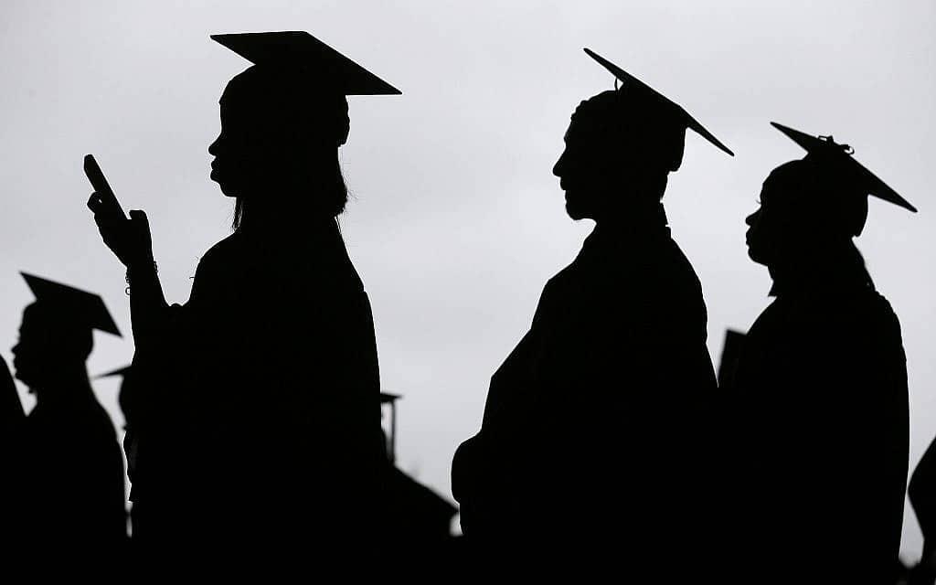 טקס סיום קולג׳ בניו ג׳רזי. אילוסטרציה (צילום: AP Photo/Seth Wenig)