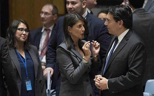 דני דנון ושגרירת ארה״ב לשעבר ניקי היילי בעצרת האו״ם, ב-1 ביוני 2018 (צילום: AP Photo/Mary Altaffer)