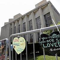 בית הכנסת עץ החיים בפיטסבורג,  שבו אירע פיגוע באוקטובר אשתקד. היום נורו למוות שני אנשים מחוץ לבית הכנסת בהאלה שבגרמניה (צילום: AP Photo/Gene J. Puskar)