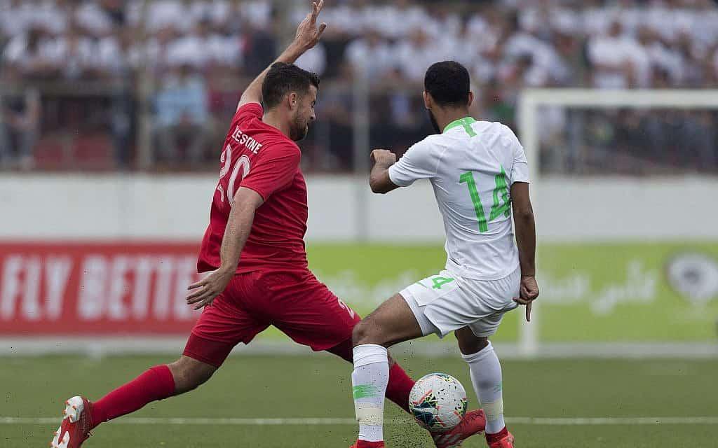 משחק הכדורגל בין נבחרת הרשות הפלסטינית לנבחרת סעודיה (צילום: AP Photo/Nasser Nasser)