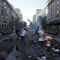 מהומות בצ׳ילה, ב-20 באוקטובר 2019 (צילום: AP Photo/Luis Hidalgo)
