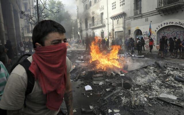המחאה בצ'ילה (צילום: AP Photo/Rodrigo Abd)
