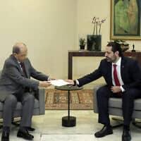 נשיא לבנון מישל עאון מקבל את מכתב ההתפטרות של ראש הממשלה סעד אל-חרירי, 29 באוקטובר 2019 (צילום: Dalati Nohra, AP)