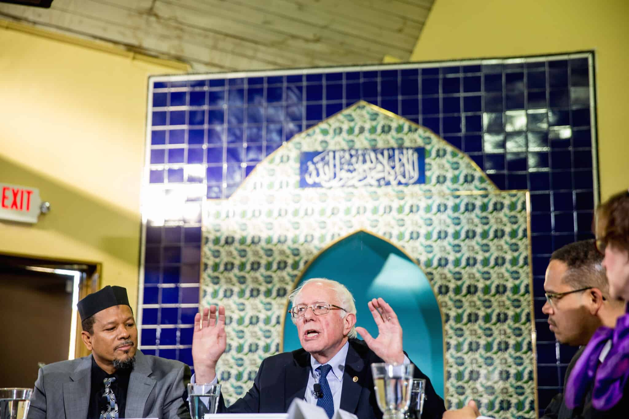 ברני סנדרס מתארח במסגד בוושינגטון, ארכיון, 2015 (צילום: AP Photo/Andrew Harnik)
