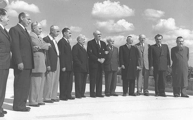 """שרי הממשלה השנייה אצל נשיא המדינה, 5.11.1950 (צילום: טדי בראונר, לע""""מ)"""