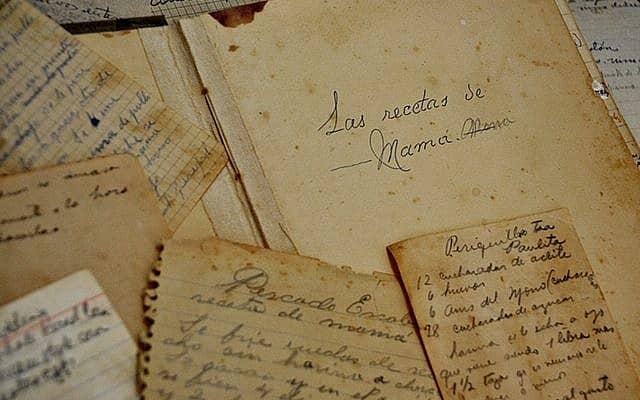 כמה ממאות דפי המתכונים שעברו מדור לדור במשפחת האנוסים של ג'ני מילגרום (צילום: באדיבות ג'ני מילגרום)