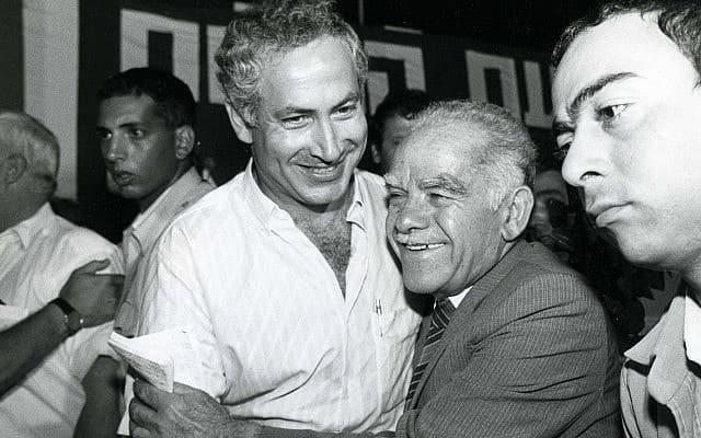 ראש הממשלה דאז יצחק שמיר ובנימין נתניהו, ב-1986 (צילום: משה שי/פלאש90)