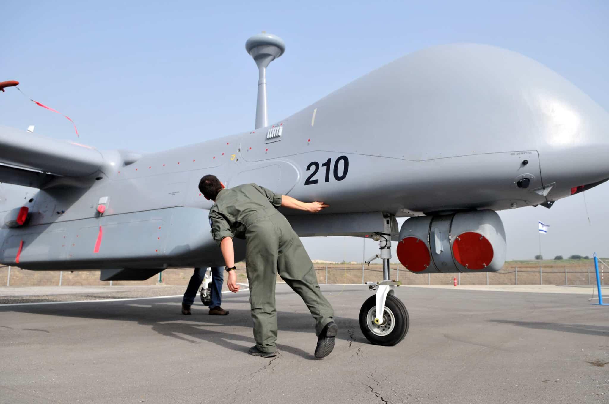"""חשיפת הכטב""""ם איתן, מתוצרת התעשייה האווירית הישראלית, 2010 (צילום: Yossi Zeliger / FLASH90)"""