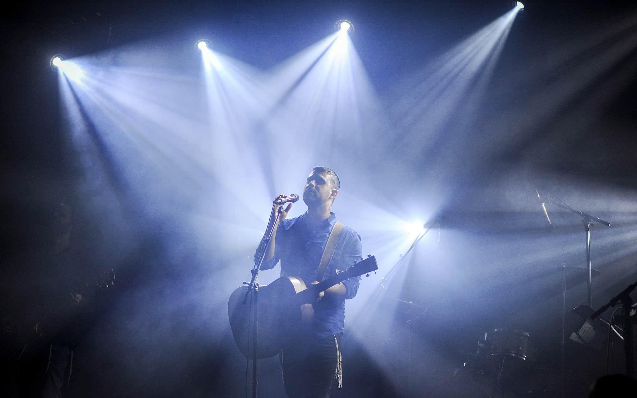 ישי ריבו בהופעה (צילום: Mendy Hechtman/FLASH90)