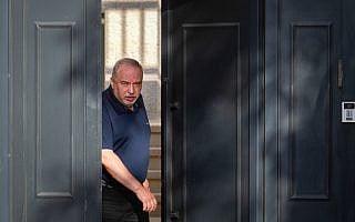 אביגדור ליברמן בביתו במושב נוקדים, ב-18 בספטמבר 2019 (צילום: פלאש90)