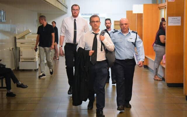 נציגי הפרקליטות והמשטרה מגיעים לדיון בבית משפט השלום בראשון לציון על העיון בטלפונים הניידים של יועצי ראש הממשלה (צילום: אבשלום שושני, פלאש 90)