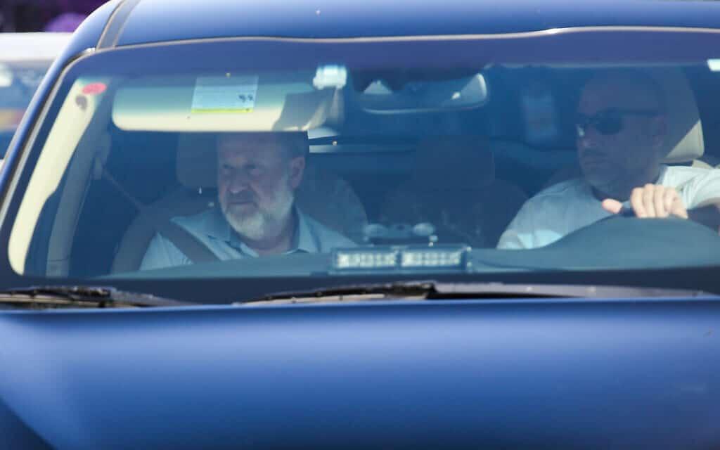 """היועמ""""ש אביחי מנדלבליט מגיע לשימוע בתיקי נתניהו (צילום: Flash90)"""