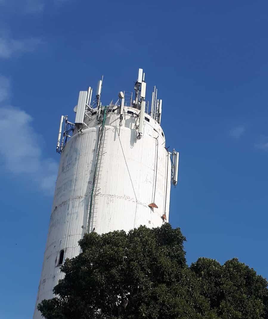 אנטנות מגדל המים בפרדס חנה