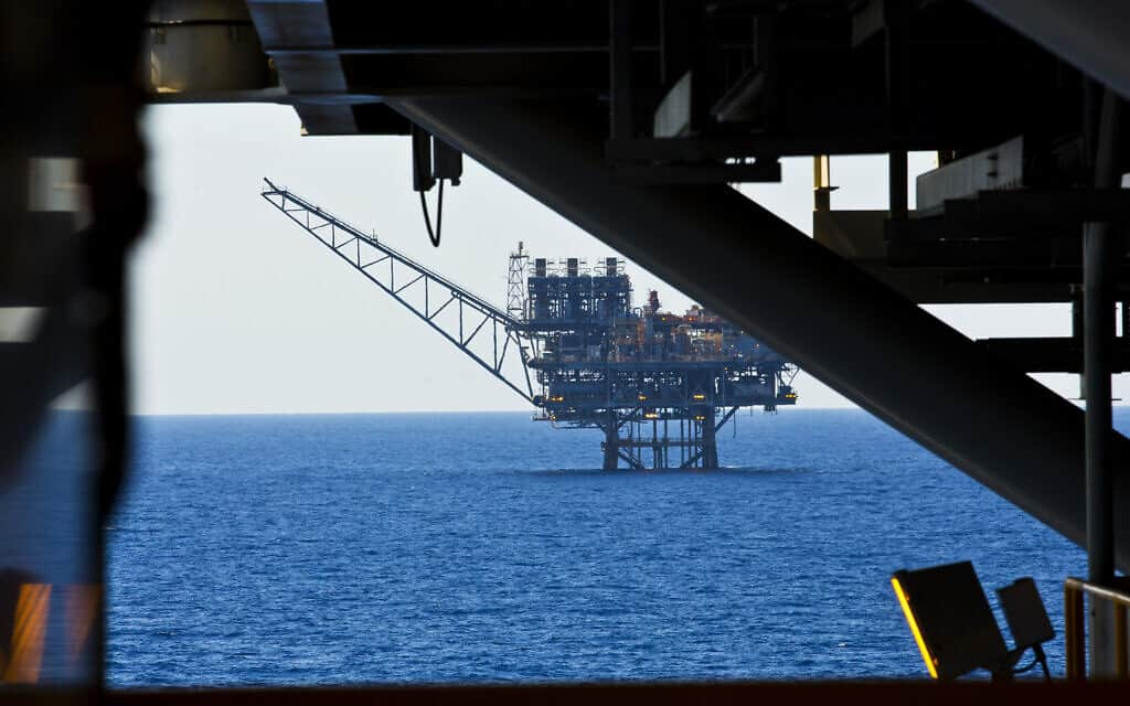 .View of the Israeli 'Tamar' gas processing rig 24 km off the Israeli southern coast of Ashkelon. Noble Energy and Delek are the main partners in the Tamar gas field, estimated to contain 10 trillion cubic feet of gas. October 11, 2013. (צילום: Moshe-Shai-FLASH90)