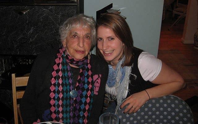 חנה דובובה (משמאל) ורייצ'ל קרוטי ב-2009 (צילום: באדיבות המרואיינת)