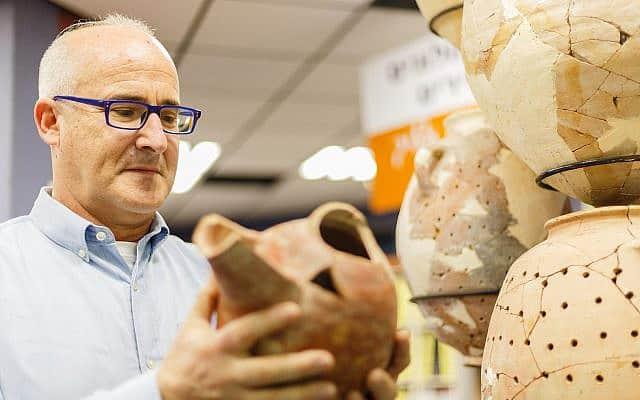 הארכאולוג ארי לוי באתר הארכאולוגי בעיר דוד בירושלים, 24 בספטמבר 2019 (צילום: לוק טרס)