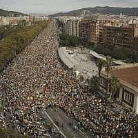 יום חמישי של הפגנות בברצלונה במחאה על עונשי המאסר לכתריסר מנהיגי הבדלנים הקטלונים (צילום: AP Photo/Joan Mateu)