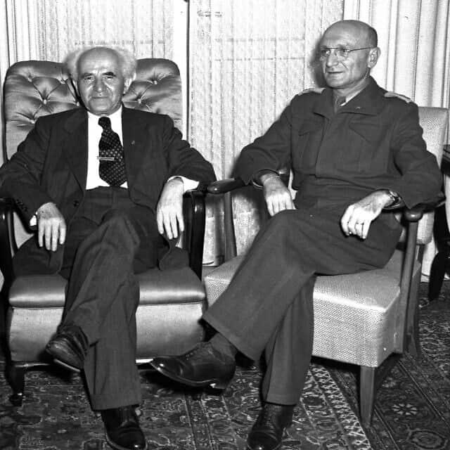 הרמטכ״ל יעקב דורי וראש הממשלה דוד בן-גוריון בפגישה ב-9 בנובמבר 1949 (צילום: דוד אלדן/אוסף התצלומים הלאומי)