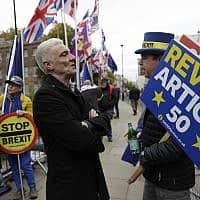 תומכי ומתנגדי ברקזיט, ליד בניין הפרלמנט הבריטי (צילום: Matt Dunham, AP)