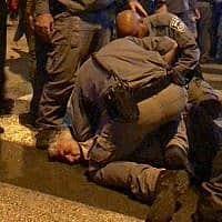 """מעצר מפגין בהפגנה במוצ""""ש האחרון בפ""""ת (צילום: ציפי מנשה)"""