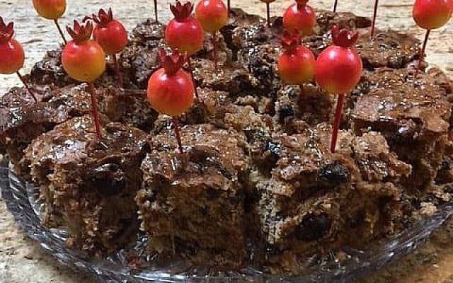 עוגת פירות כהה, קינוח מצוין לחגי תשרי (צילום: באדיבות ג'ני מילגרום)