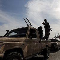 לוחמים בדרכם מסוריה להצטרף לכוחות הטורקיים (צילום: Ugur Can/DHA via AP)