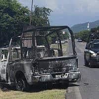 כלי רכב של משטרת מיצ'ואקאן, שנפגע בפיגוע במקסיקו (צילום: Armando Solis, AP)