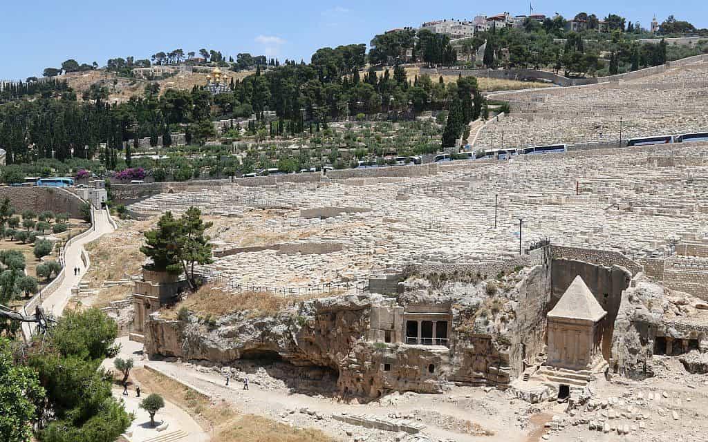 הדרך אל תוך ואדי קדרון מהר הזיתים, מחוץ לירושלים (צילום: שמואל בר-עם)