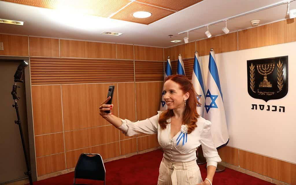 סתיו שפיר ביום השבעת הכנסת ה-22 (צילום: דוברות הכנסת)
