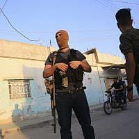 חיילים של הכוחות הסוריים הדמוקרטיים בקמישלי שבסוריה (צילום: Baderkhan Ahmad, AP)