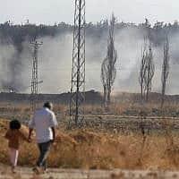כוחות ארטילריה טורקיים יורים לעבר סוריה, דרום-מזרח טורקיה