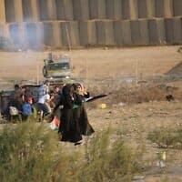 הפגנת פלסטינים בגבול הרצועה (צילום: חסן ג'די, פלאש 90)