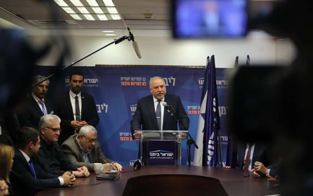 ליברמן במסיבת עיתונאים, היום (צילום: הדס פרוש / פלאש 90)