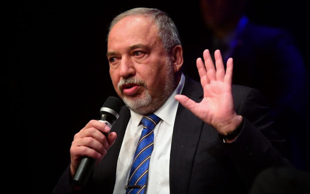 ליברמן באירוע בצוותא בתל אביב, הערב. סיבוב שלישי יהיה טירוף (צילום: פלאש 90)
