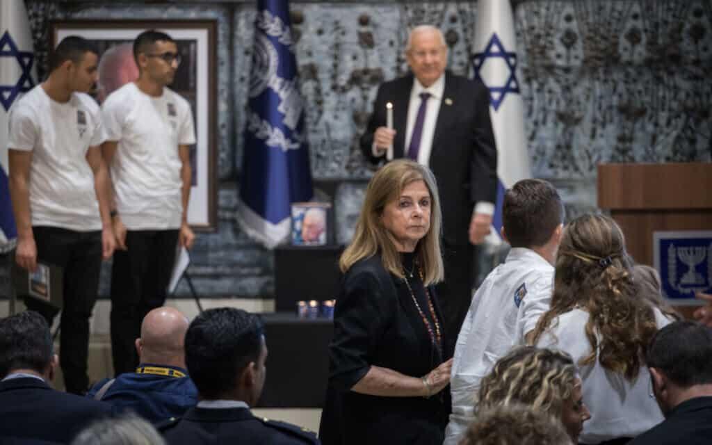 דליה רבין וראובן ריבלין בטקס האזכרה ליצחק רבין בבית הנשיא. ריבלין ממליץ לא להאמין לתיאוריות הקונספירציה על הרצח (צילום: הדס פרוש / פלאש 90)