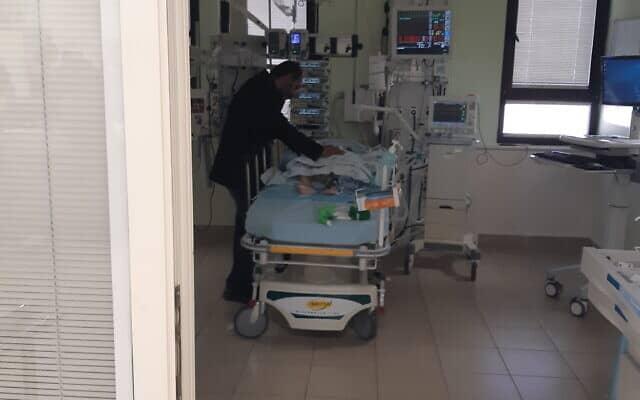 רהף מתאוששת מהניתוח בבית חולים שיבא תל השומר (צילום: אירה טולצ'ין אימרגליק))