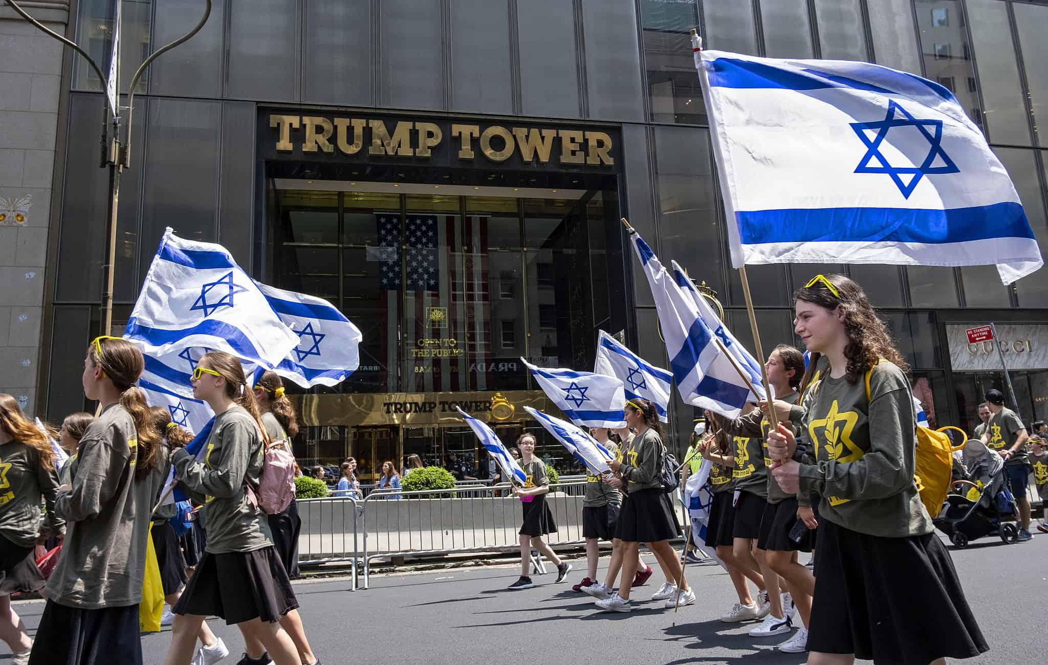 צעדת התמיכה בישראל ברחובות מנהטן ביוני 2019, חולפת על פני מגדלי טראמפ (צילום: AP Photo/Craig Ruttle)