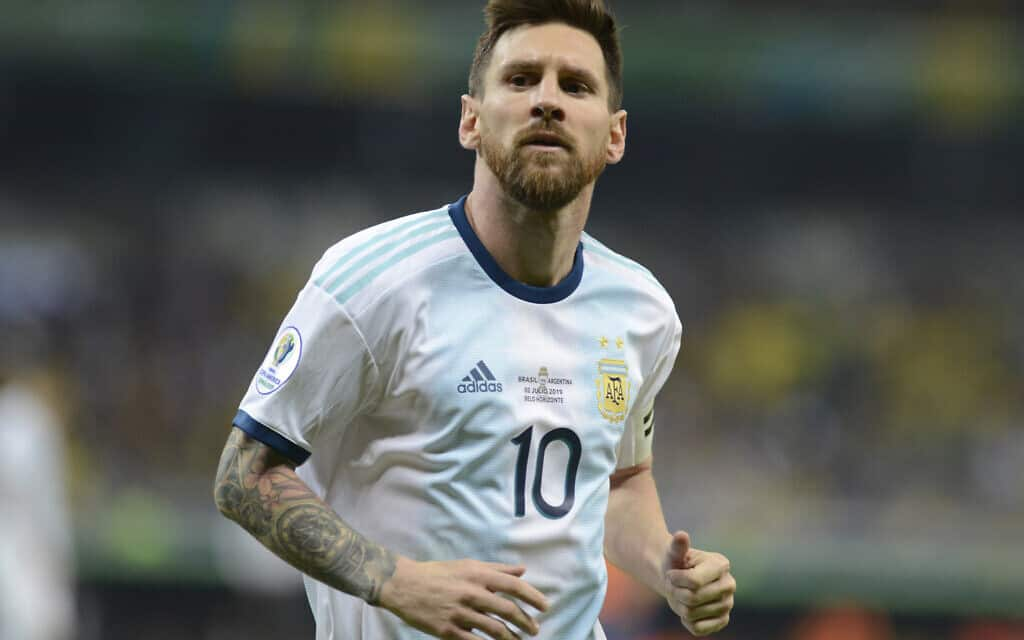 Argentina's Lionel Messi runs on the pitch during a Copa America semifinal soccer match against Brazil at Mineirao stadium in Belo Horizonte, Brazil, Tuesday, July 2, 2019. (AP Photo/Eugenio Savio) (צילום: AP Photo/Eugenio Savio)
