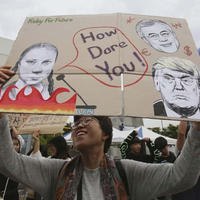 מחאה בדרום קוריאה נגד טראמפ ונסיגתו מהסכם האקלים, ספטמבר 2019 (צילום: AP Photo/Ahn Young-joon)