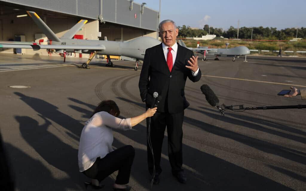 נתניהו נואם בבסיס חיל אויר בפלמחים (צילום: Abir-Sultan-Pool-Photo-via-AP)