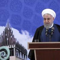 נשיא איראן חסן רוחאני מכריז על השמשת מתקן ההעשרה בפורדו, ב-5 בנובמבר 2019 (צילום: Office of the Iranian Presidency via AP)