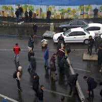 מפגינים בטהרן במחאה על העלאת מחירי הדלק, אתמול (צילום: Majid Khahi/ISNA via AP)
