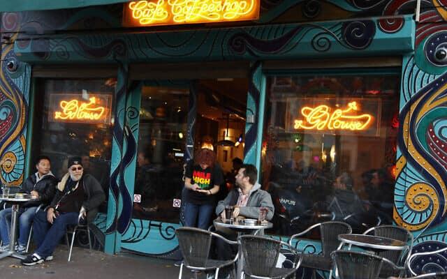 קופי שופ באמסטרדם השכנה. לחם אין להם (צילום: AP Photo/Peter Dejong, File)