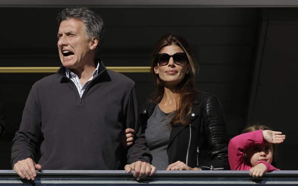 הנשיא מקרי במשחק כדורגל של בוקה ג׳וניורס (צילום: AP Photo/Natacha Pisarenko)