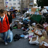 אשפה שהצטברה ברחובות ירושלים במהלך שביתה ב-2007 (צילום: נתי שוחט, פלאש 90)