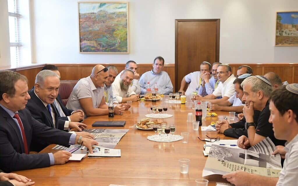 """מנהיגי מועצת יש""""ע במפגש עם ראש הממשלה. ספטמבר 2017 (צילום: עמוס בן גרשום\לע""""מ)"""